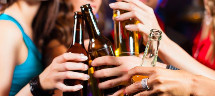 Девушки с пивом