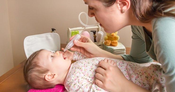 При насморке у новорожденного используйте соплеотсос