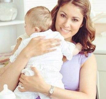 Начинайте отучать ребенка от рук только после 9 месяцев