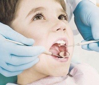 При скрипе зубов у ребенка покажите его стоматологу