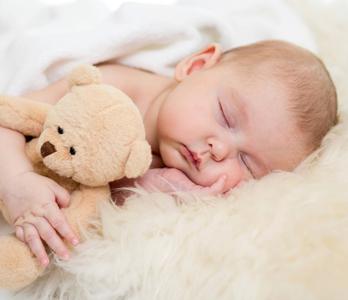 Ребенок лучше засыпает с любимой игрушкой