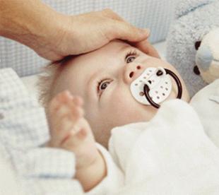 При прорезывании зубов у малыша поднимается температура