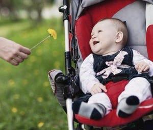 Ребенок и одуванчик