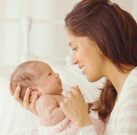 Гулить ребенок начинает после 2ух месяцев
