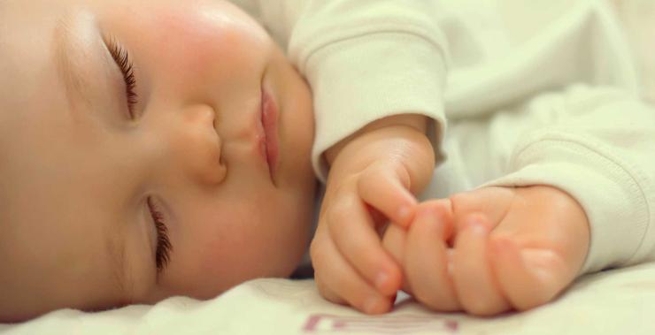 По каким причинам ребенок плохо спит ночью